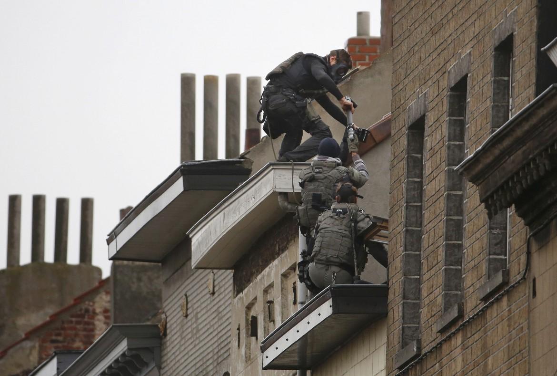 2015-11-16T131702Z_1995292040_LR2EBBG10S0V4_RTRMADP_3_FRANCE-SHOOTING-BELGIUM