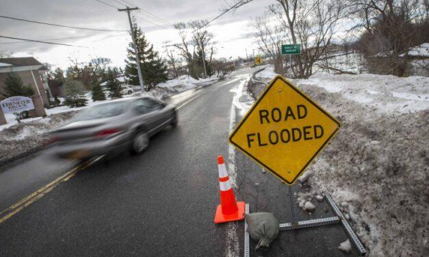 High winds, flood warning in Buffalo