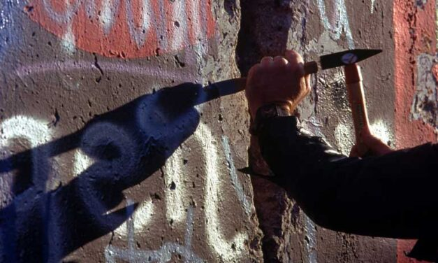 25 years after the fall of the Berlin Wall, Germany remembers