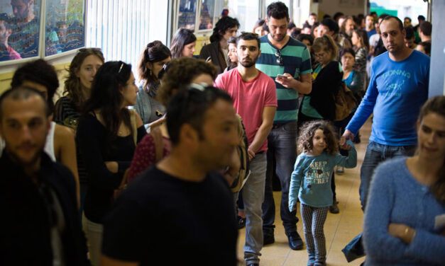 Israelis head to polls to end close election race