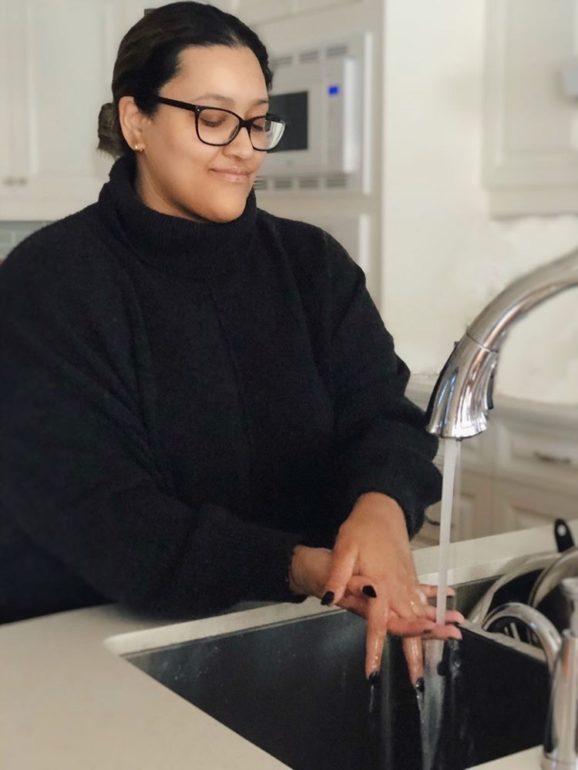 Marybeth Desantos demonstrates how to wash hands correctly. (Marybeth Desantos)