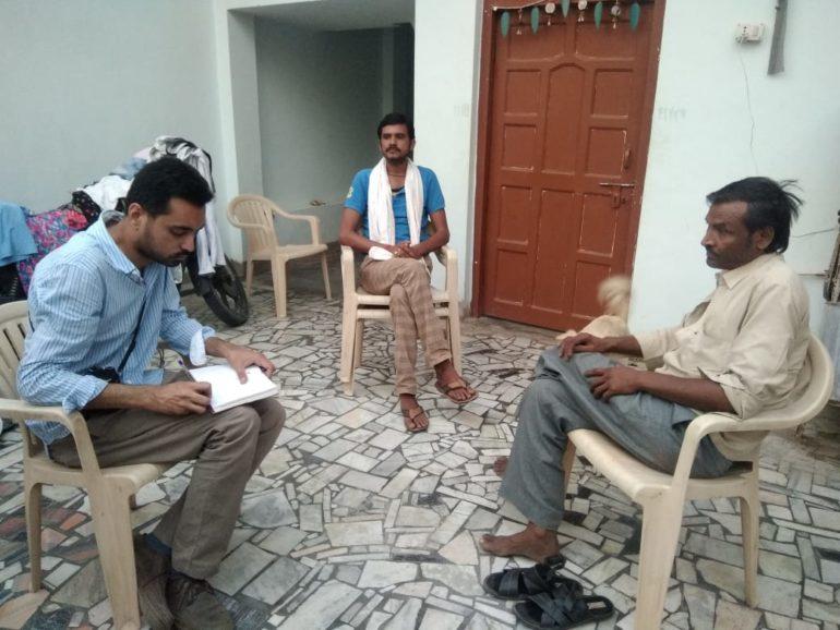 Salik Ahmad conducting interview during Covid-19 at Jhalokhar village, Hamirpur district, Uttar Pradesh, India (Salik Ahmad)