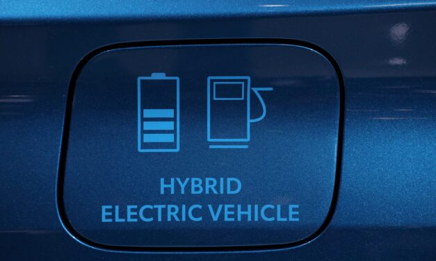 Canadian auto manufacturers making the switch to electric